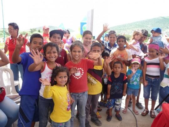 Niños celebraron con torta y cotillones la inauguración del parque
