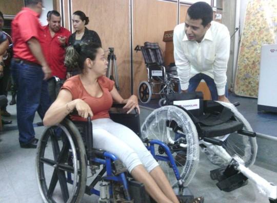 La joven Ana Escalona fue beneficiada con una silla para la práctica de actividades deportivas
