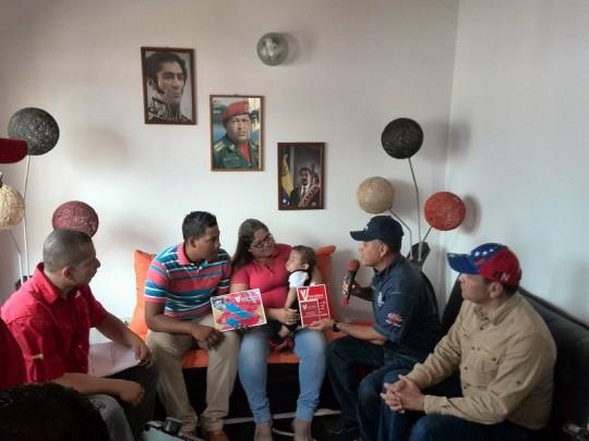 Ministro Quevedo aseguró propiedad de las viviendas a sus beneficiarios