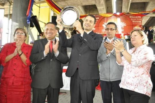 Diputado Luis Jonás Reyes Flores recibió condecoraciones y llaves de la ciudad de Barquisimeto