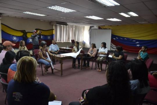 mesas de trabajos medios comunitarios (3) foto-E.Sorge